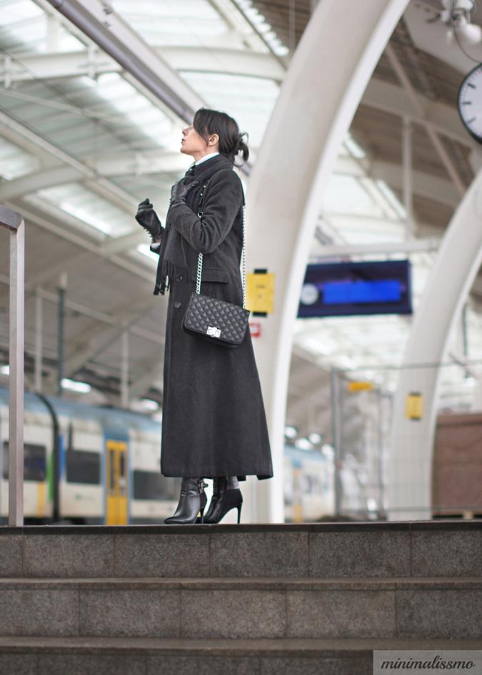 matrixowy płaszcz, czarny, torebka mohito chanel boy