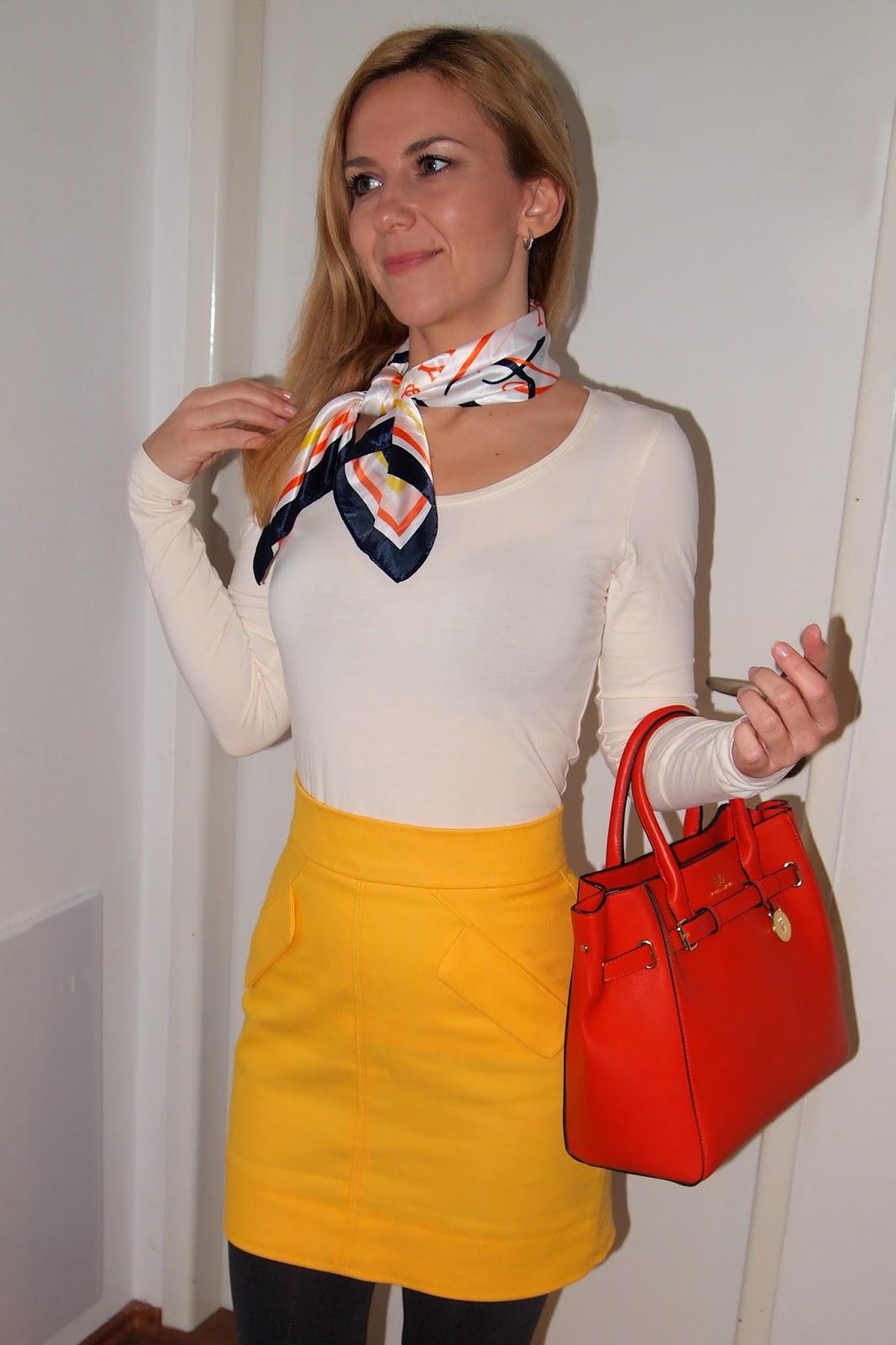 7c7ae62a884 Pouzdrová sukně do pasu má střih spíš pro konzervy