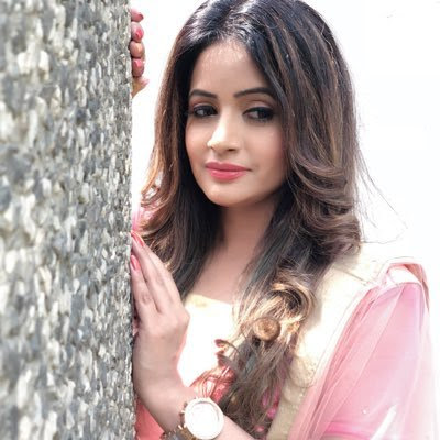 Miss Pooja Wiki, Height, Weight, Age, Husband, Family and Biography