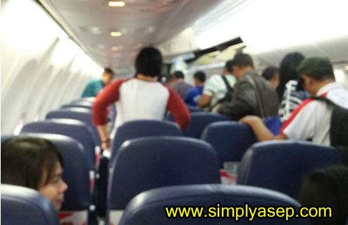 MENDARAT:   Kualitas foto yang kurang baik saat saya merekam pesawat sudah berhenti alias sudah mendarat di Bandara Internasional Soekarno Hatta (SOETTA) Banten. Foto Asep Haryono