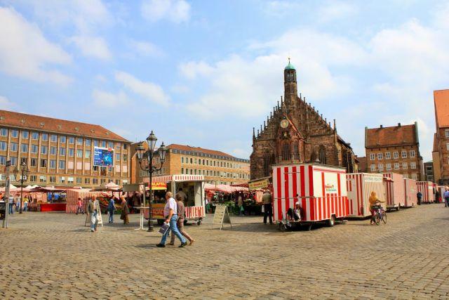 piazza-mercato-centrale-norimberga-poracci-in-viaggio-pacchetto-volo-hotel