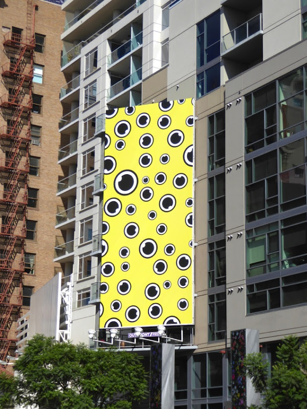 Snapchat eyeballs billboard
