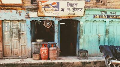 Una calle cualquiera en Nepal. Cada rincón en una sorpresa.