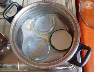 Sterilising (sterilizing) jars at home