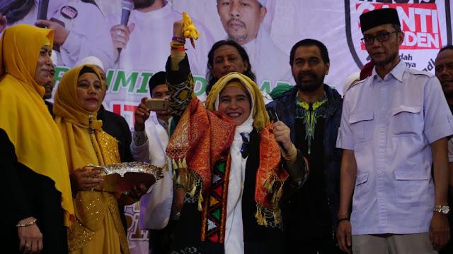 Gelar Laksamana Muda Untuk Neno Warisman Injak-Injak Nilai Historis Aceh