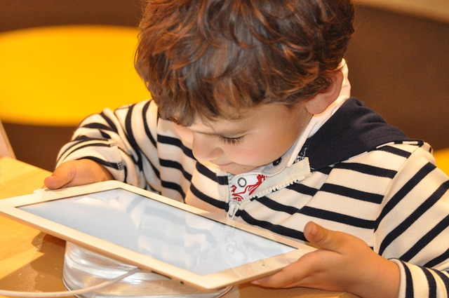 empresarios-limitan-pantallas-hijos