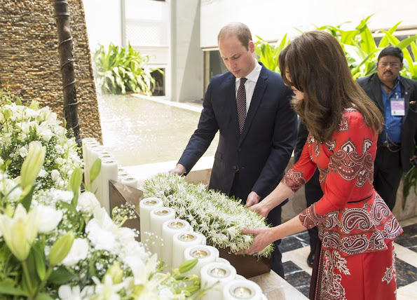 Kate Middleton and Prince William lay a wreath at Taj Hotel, scene of Mumbai terror attacks