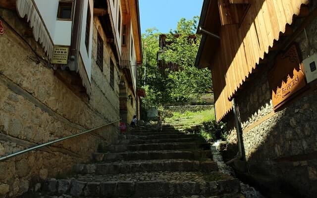 Kemaliye'de-restoredilmiş-evler