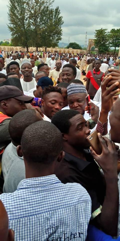 Ahmed Musa Mobbed By Fans As He Visits Abuja Mosque For Prayers (SEE PHOTOS)