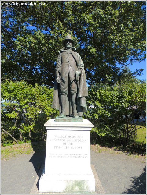 Escultura del Gobernador William Bradford en Plymouth