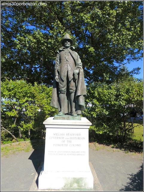 Escultura del Gobernador William Bradford en Plymouth