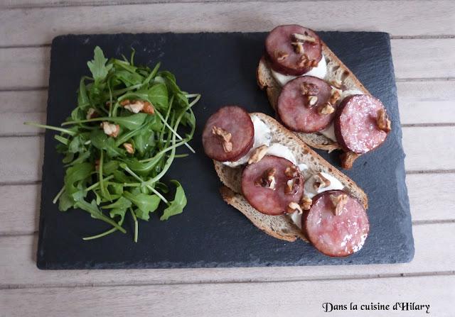 Bruschettas au fromage de chèvre, saucisse de Morteau et noix