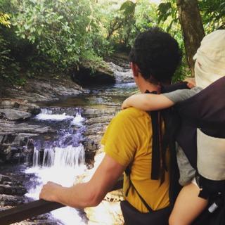 rivière jungle Costa Rica avec bébé