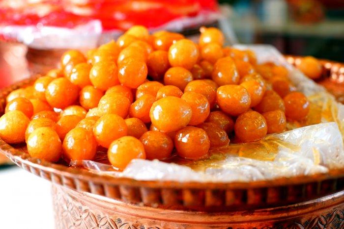طريقة عمل لقمة القاضى وصفة حلويات شرقية من مطبخ روشنه