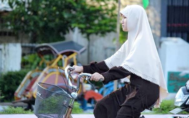 Memakai Jilbab Akan Membuat Hatimu Tenang Dan Lingkunganmu Menjadi Nyaman