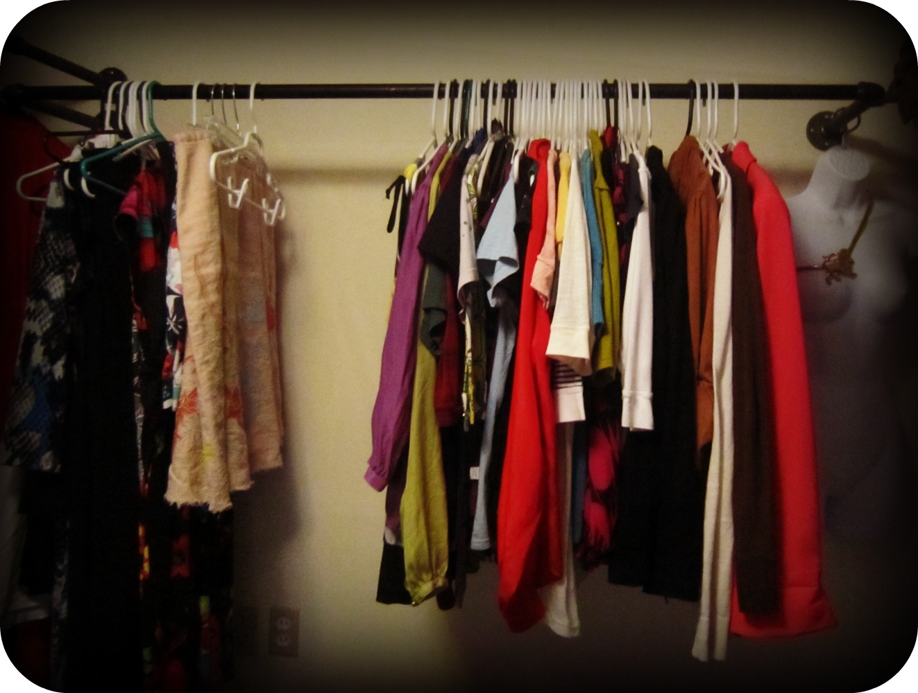 Fashion clothes rack