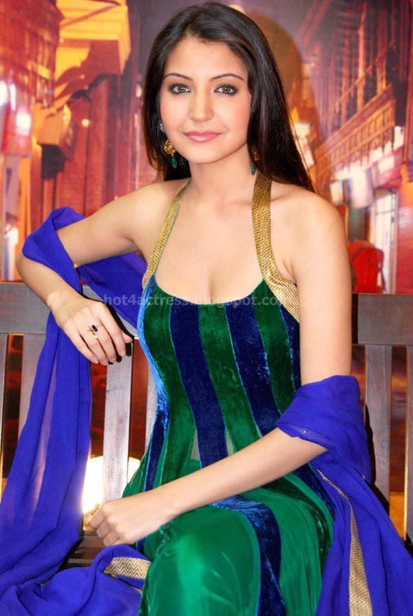 Anushka sharma latest cute photos
