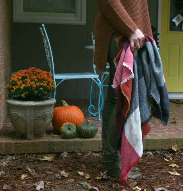 Incorporate fall colors into your wardrobe with sustainable organic pieces from prAna clothing!