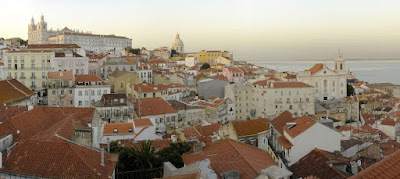 Desde marzo de 2015, cuando se les concedió el derecho a solicitar la ciudadanía los descendientes de judíos perseguidos por la Inquisición hace 500 años, 3,546 aplicaciones permanecen en pendiente, y un mero número de 292 han sido aprobados. El Instituto de Registros y Notariado de Portugal (IRN) informó que hasta ahora sólo ha aprobado un escaso 8% de las solicitudes de nacionalidad portuguesa de los descendientes de judíos sefarditas que fueron perseguidos bajo la Inquisición.