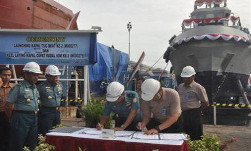 Persmian kapal tunda ke-2 dan pembangunan KCR ke-3 TNI AL