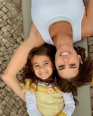 Deborah Secco e Maria Flor — Foto: Reprodução Instagram