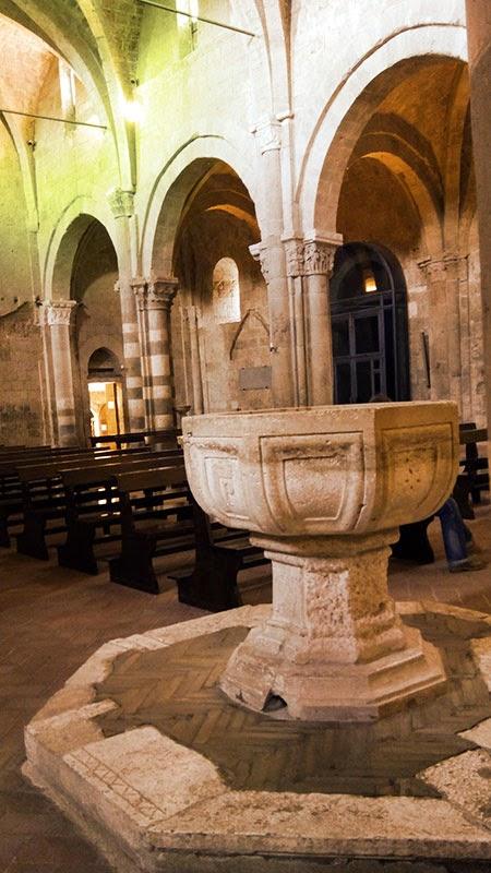 Pia batismal da Catedral de Sovana