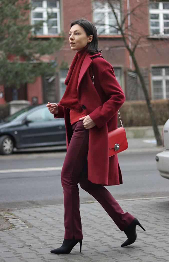 burgundowy płaszcz stylizacje 2019
