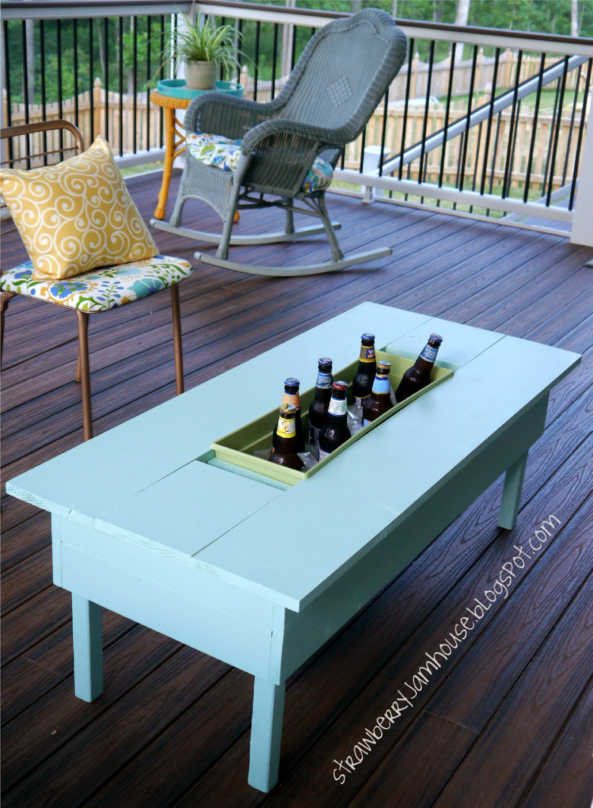 Strawberry Jam House Porch Coffee Table With Built In Cooler