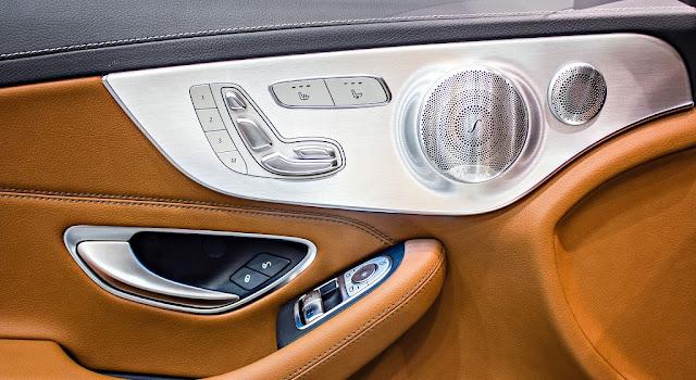 Mercedes C300 Coupe 2017 sử dụng Âm thanh vòm Brumerster 13 loa