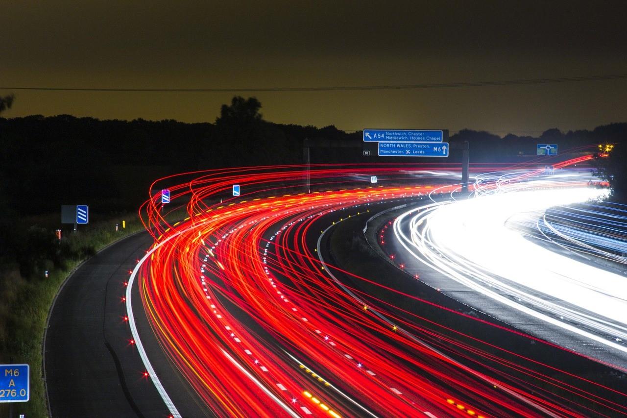 trânsito na rodovia