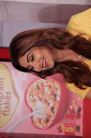 Shilpa Shetty super cute fit in Yellow T Shirt 17.JPG