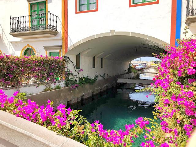 damazprowincji.blogspot.com puertode mogan, kanaryjska wenecja, mostek, kwiaty, lazurowa woda , gran canaria