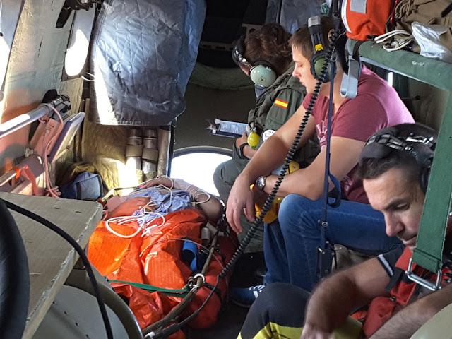 Un helicóptero del SAR rescata a un marinero que enfermó en alta mar a 2.000 km de Canarias