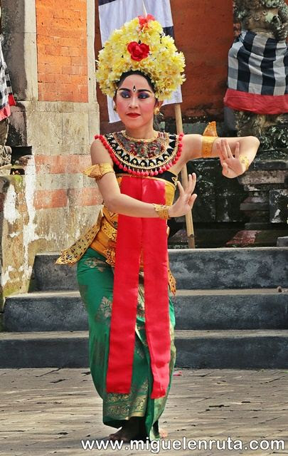 Danza-Barong-bailarina