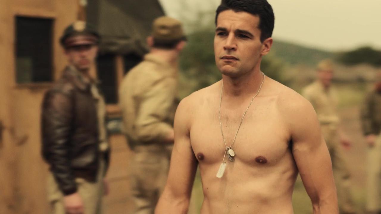 Shirtless Men On The Blog: Josh Segarra Mostra Il Sedere