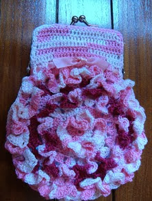 http://creacionesbatiburrillo.blogspot.com.es/2013/08/monedero-crochet-flamenco-romantico.html