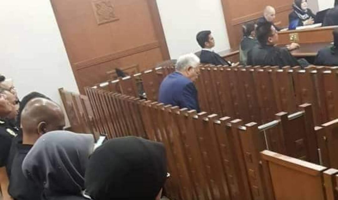 Najib dalam kandang tertuduh