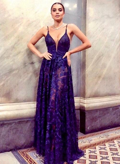 vestido de festa longo azul marinho com transparência nas pernas