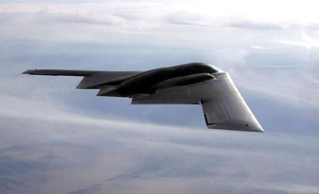 Avión de guerra Northrop Grumman B-2 Spirit.  Aviones, submarinos y barcos de guerras mas caros del mundo. Cuanto cuesta un portaviones. Cual es el costo de un avión de guerra. Cuanto vale un submarino nuclear.