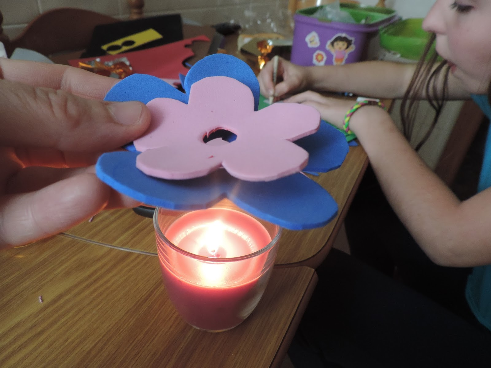 Cosas de cari flores de goma eva con bombones para el dia - Flor de goma eva ...
