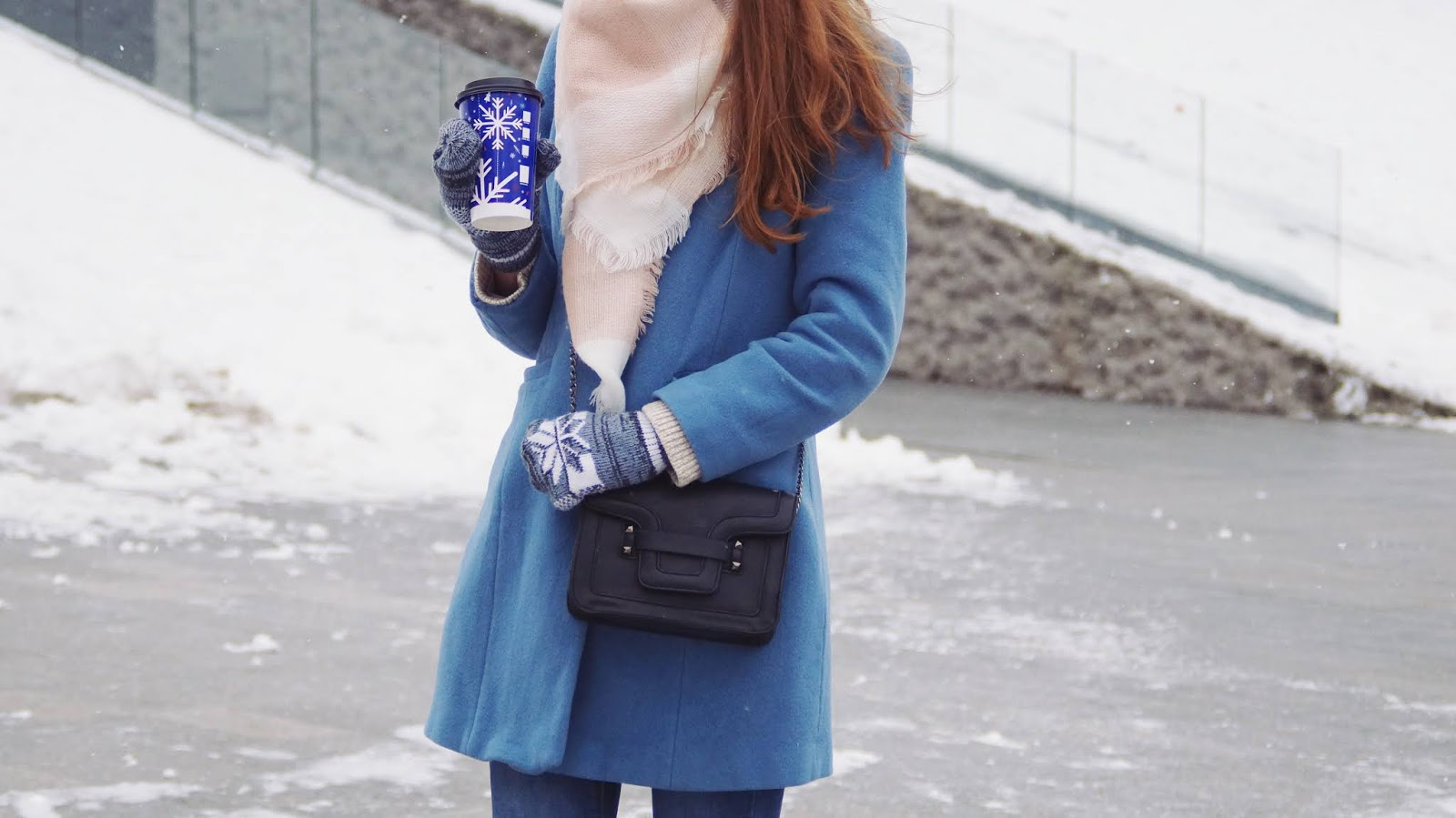 Zima w niebieskim płaszczu