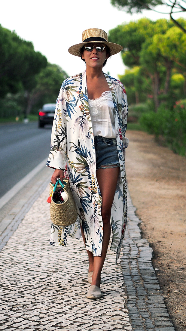 Beach style, streetstyle - Floral Kimono, denim shorts, silk top HM, straw hat, dior sunglasses, straw bag