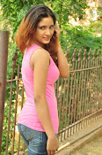 Aarthi glamorous photo gallery-thumbnail-17