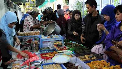 Berburu takjil di pasar ramadhan kauman Yogyakarta