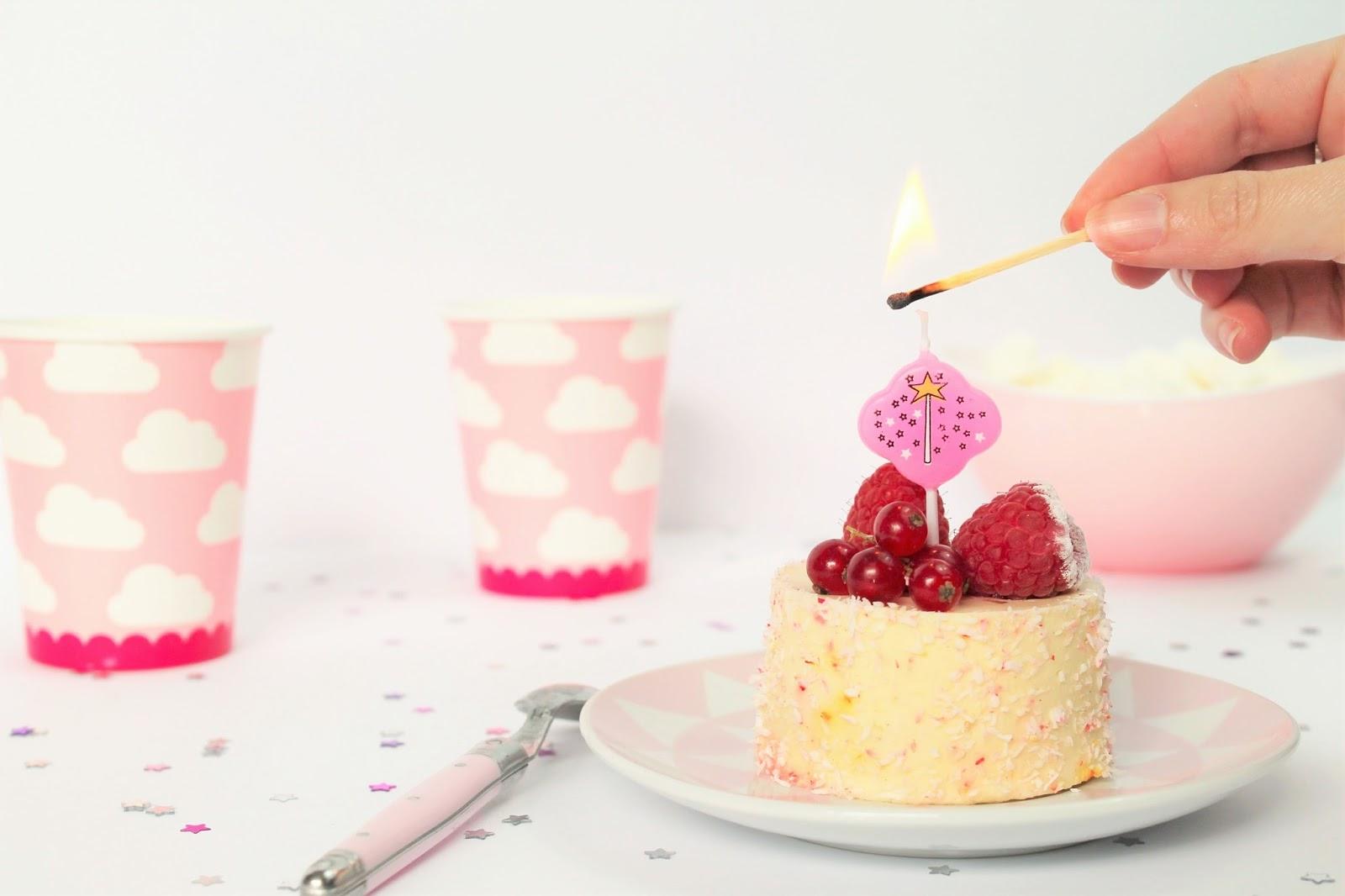 blog anniversaire 1 an blogging blogger newpost birthday party gâteau décoration déco home content happy joyeux concours giveaway récompense merci thank you