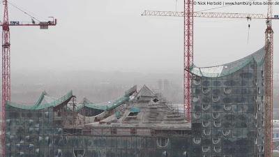 Blick auf das Dach der Elbphilharmonie im Dezember 2011