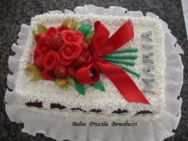 Bolo Bouquet de Rosas Chantilly