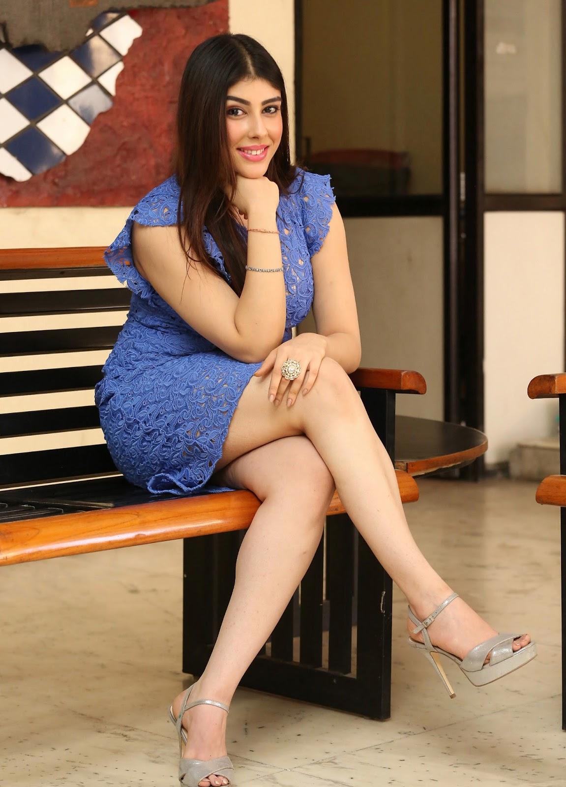 Beauty Galore Hd  Aditi Singh Super Hot Exposing Thunder -2750