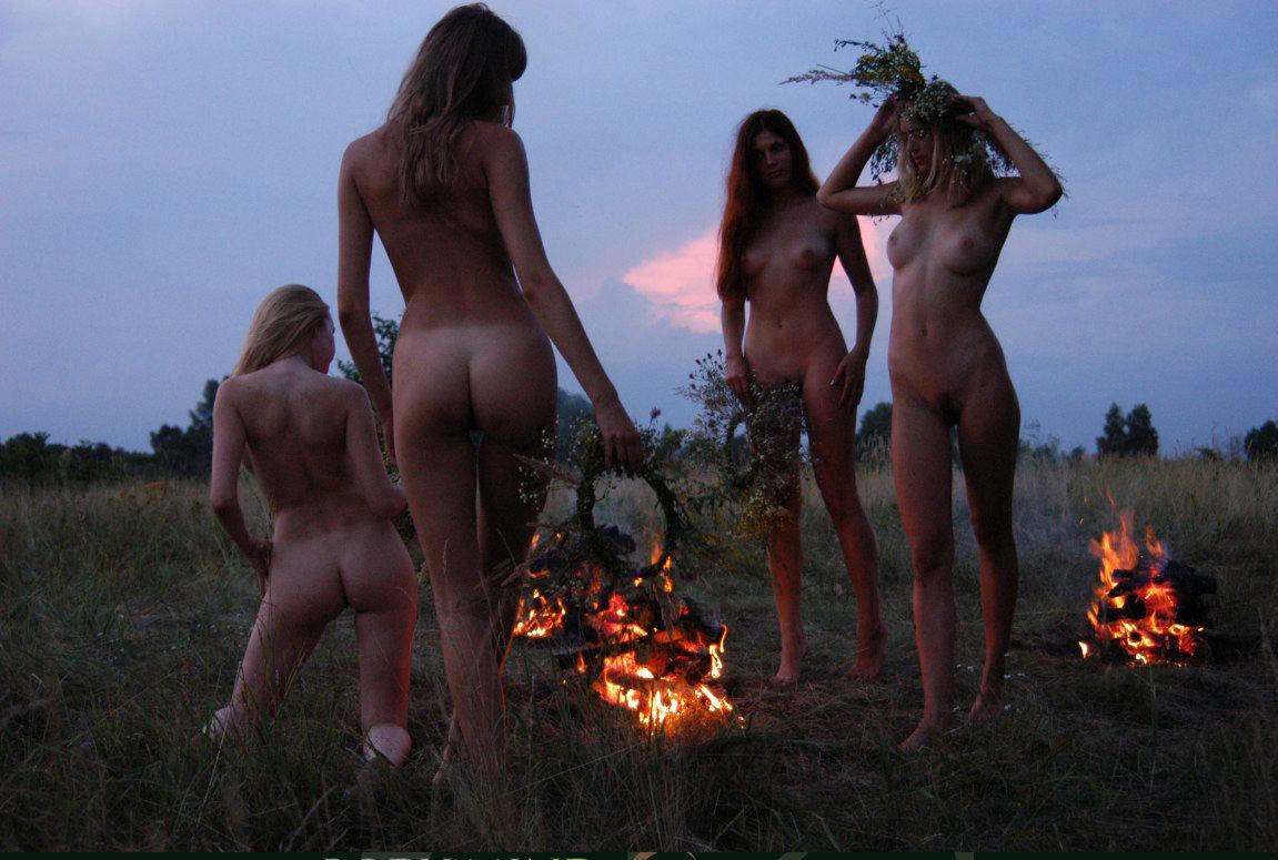 беловолосая смотреть сексуальные игрища славян на ивана купалу порно грубым его язык
