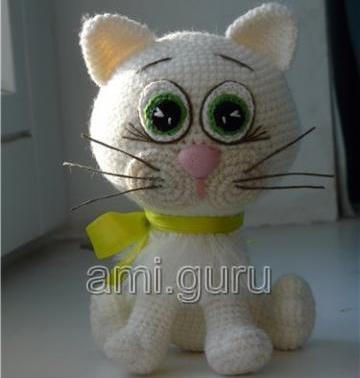 Белая кошка амигуруми крючком